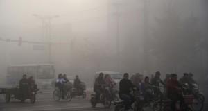Residents-ride-bicycles-amid-heavy-haze-in-Xingtai