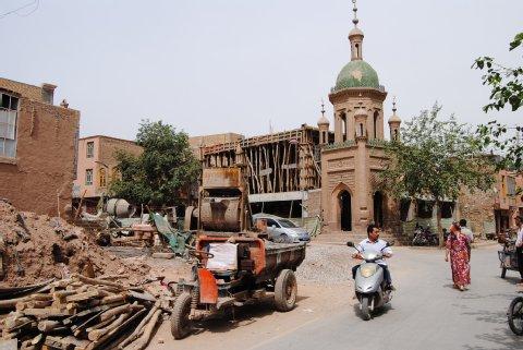 Kashgar ist eine riesige Baustelle. Die Häuser werden abgerissen und neu aufgebaut. Foto: Inna Hartwich