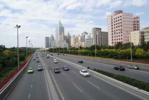 Urumqi eilt in die Moderne. Foto: Inna Hartwich