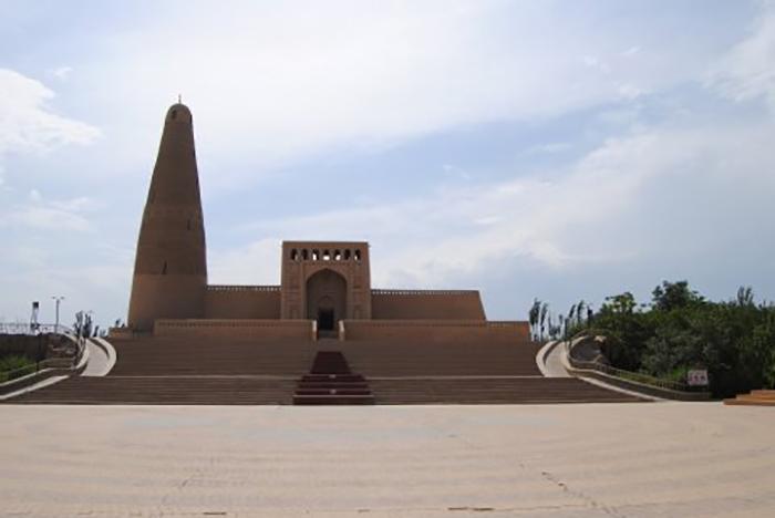 Zentralasien pur: Emin Khoja-Minarett in der Oasenstadt Turpan. Nur die Touristen kommen kaum noch. Foto: Inna Hartwich