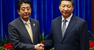 ein-unentspannter-handschlag-shinzo-abe-links-und-xi-jinping